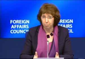 Hoge Vertegenwoordiger Catherine Ashton spreekt de minister van Buitenlandse Zaken, bijeen als Europese Raad, toe (Foto: EEAS).