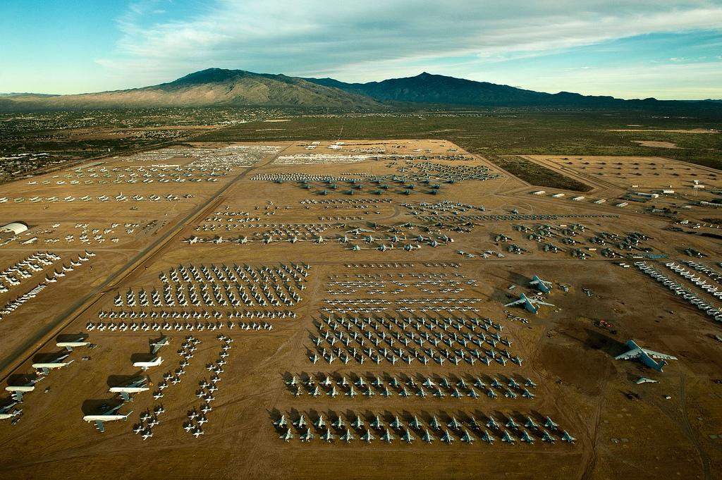In Arizona wachten bommenwerpers en gevechtsvliegtuigen om ingezet of gesloopt te worden