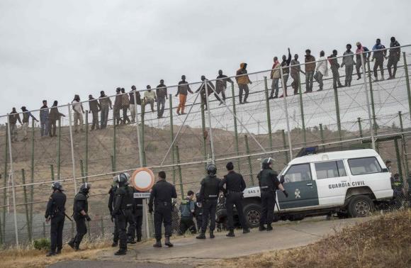 Trump staat niet alleen: Overal ter wereld worden grenzen versterkt