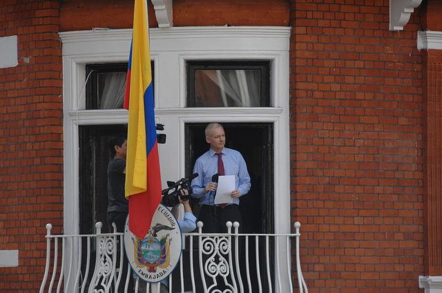 Die Linke: Asiel voor Julian Assange, niet voor Witte Helmen