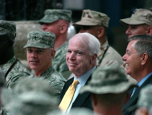 De misplaatste lof voor John McCain