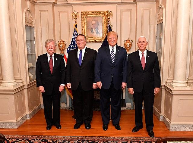 'Locked and loaded' – Bolton is weg, maar zijn geest waart nog door Witte Huis