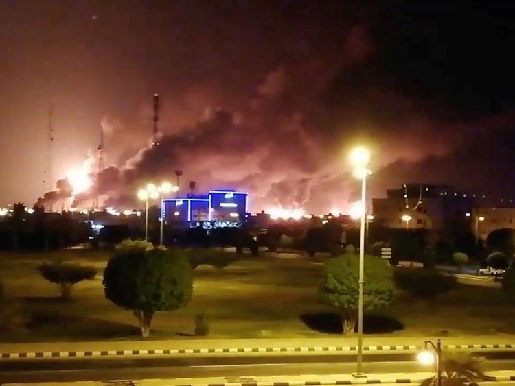 Drones uit Jemen zetten olieinstallaties Aramco in brand.