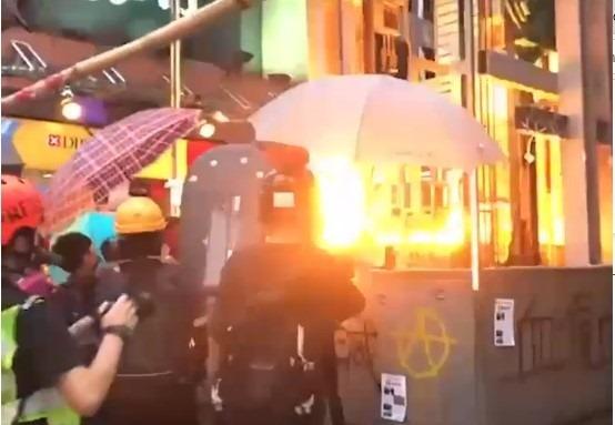 Hongkong – Nog gevaarlijkere brandbommen
